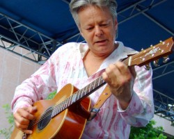 Tommy Emmanuel in full swing